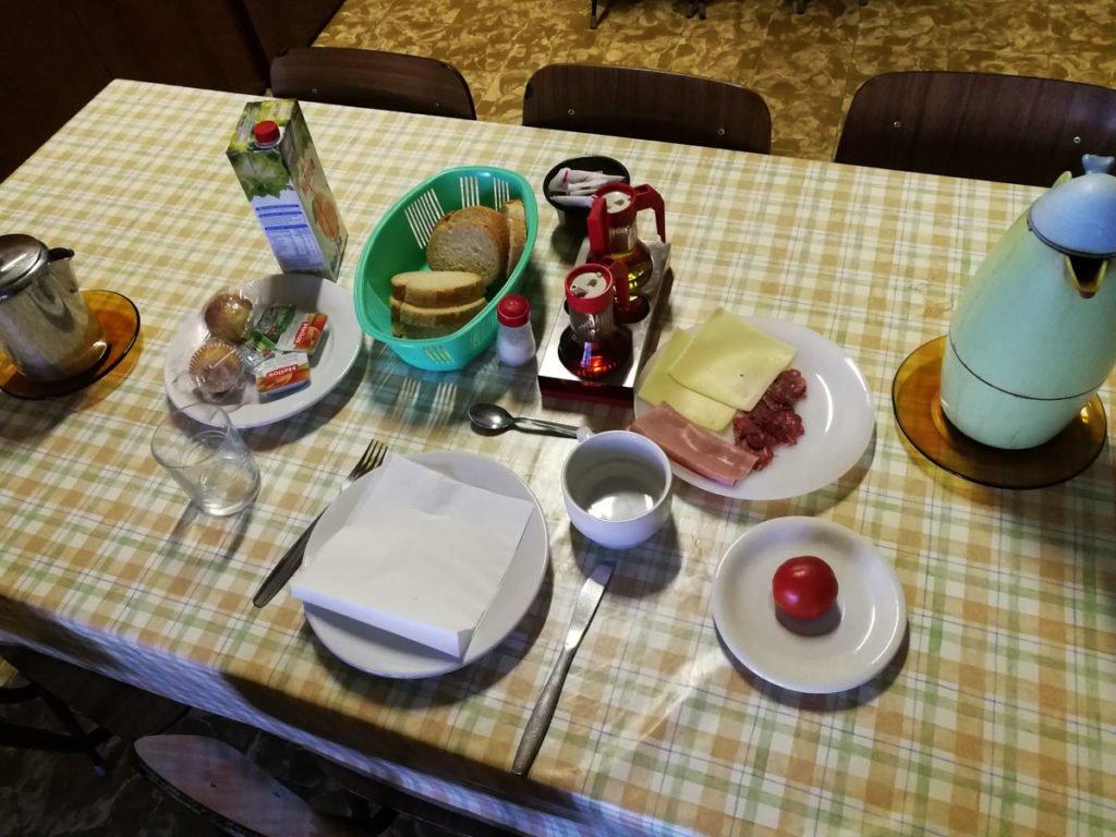 Desayuno en el albergue de Cervera